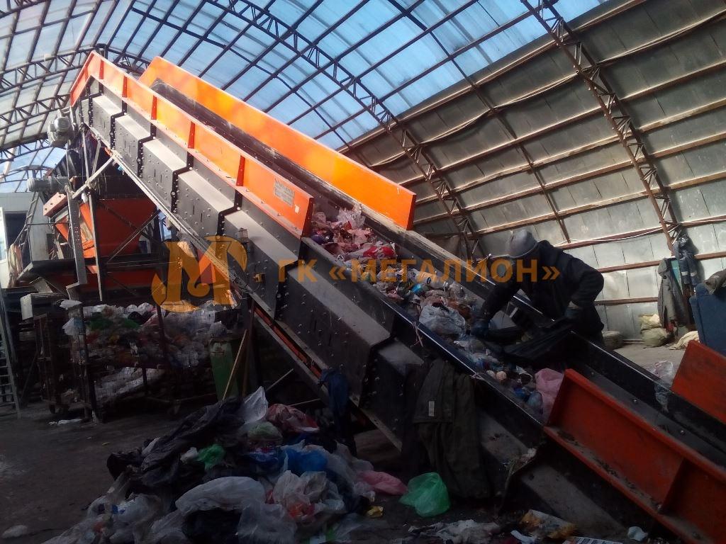 подающий конвейер мусор